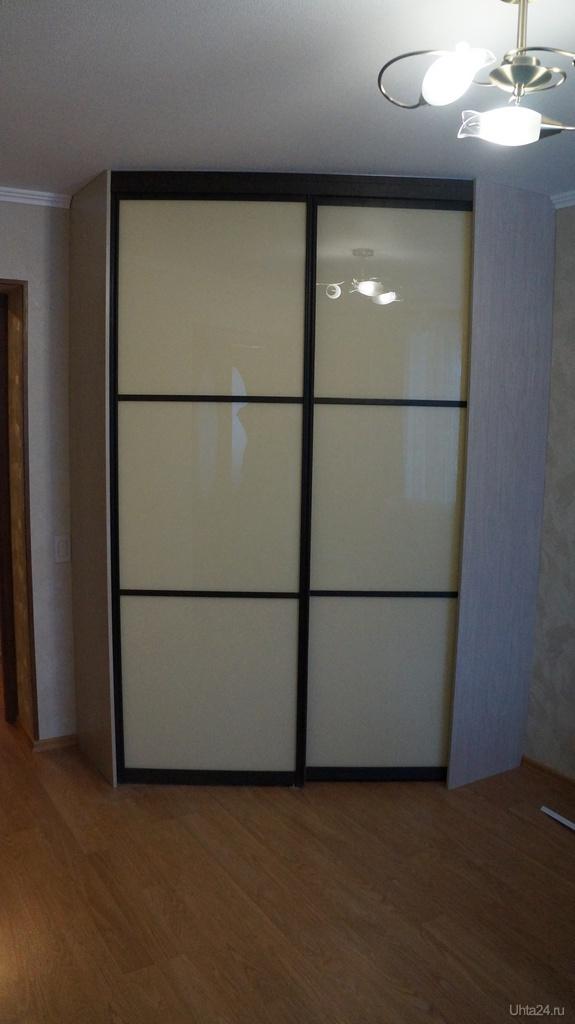 Фотография встроенный угловой шкаф купе, двери выполнены под.